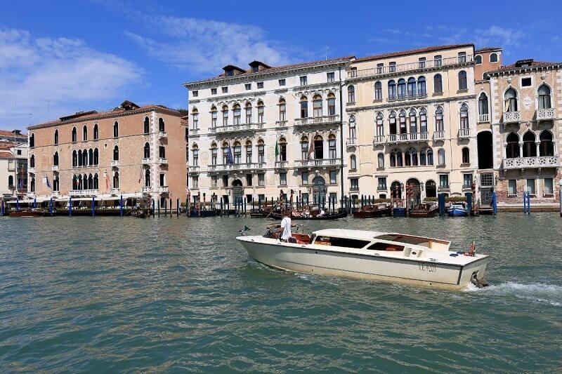 Transfer aquático em Veneza