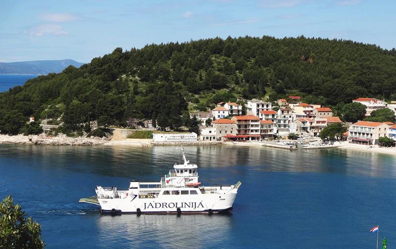 Ferry Jadrolinija na viagem de Ancona para Zadar