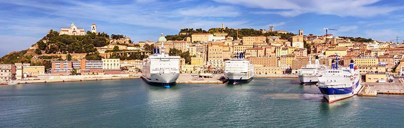 Porto de Ancona na Itália