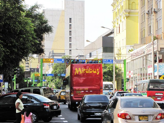 Passeio de ônibus turístico em Lima