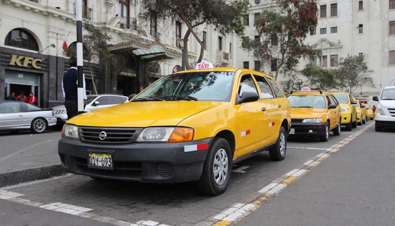 Táxi no bairro de Miraflores em Lima