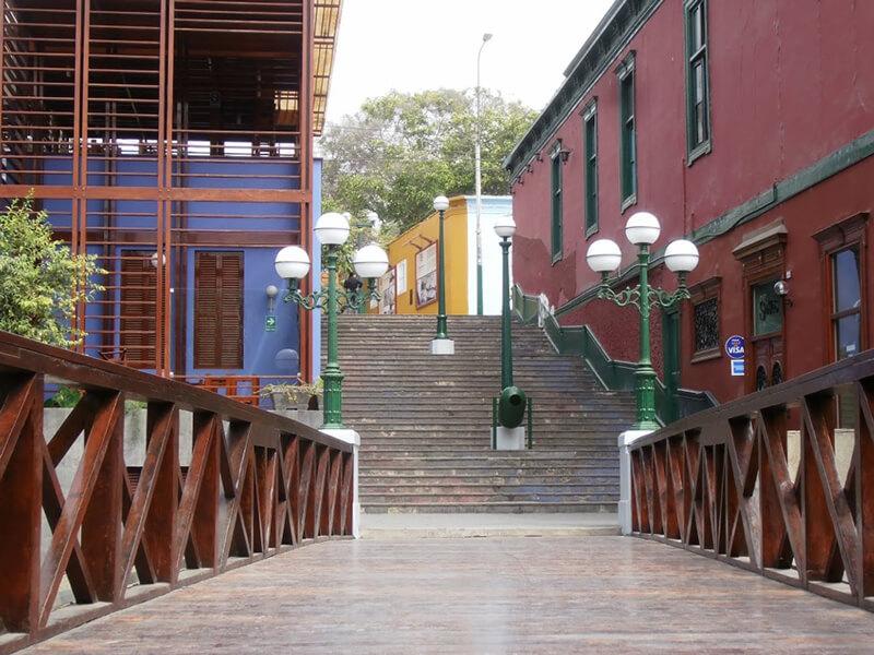 Escadaria da Ponte dos Suspiros em Lima