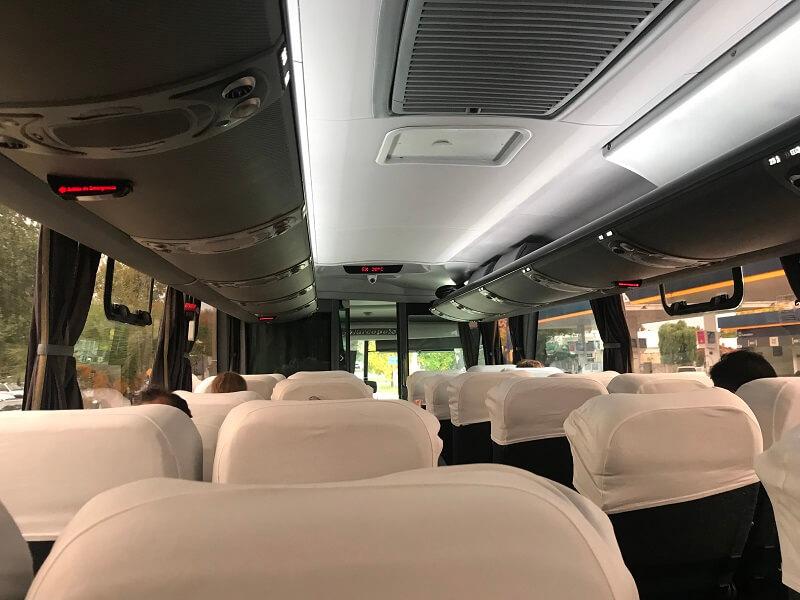 Ônibus para andar e se locomover no Uruguai