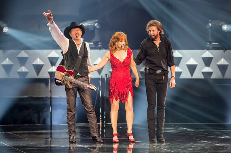 Trio country Reba, Brooks & Dunn em Las Vegas