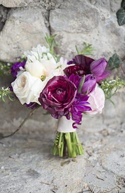 vintage bride bouquet inspiration - Find Your Bouquet Style Maggie Sottero