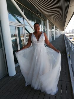 The Ultimate Guide to Wedding Gowns for Curvy Brides - Raelynn Lynette