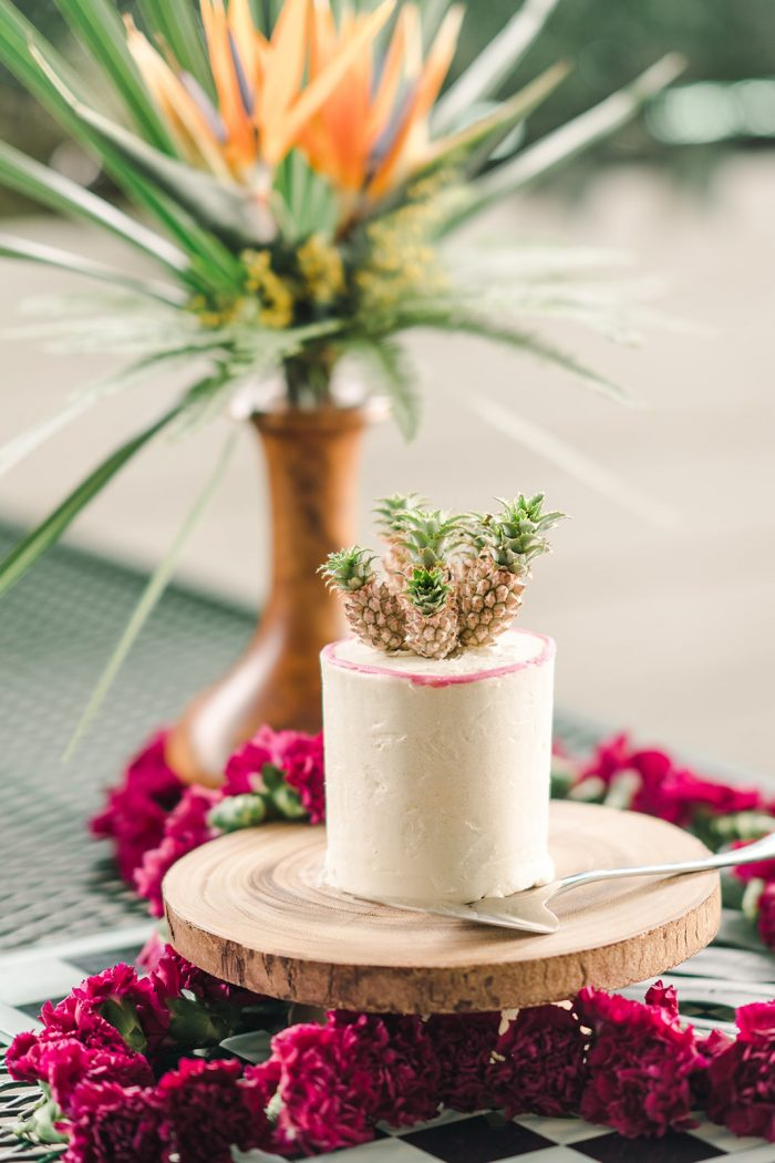 A photo of a tropical style wedding cake.