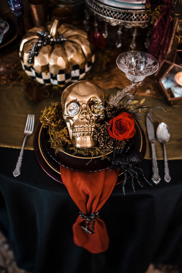 Gold Skull Halloween themed wedding décor and table settings