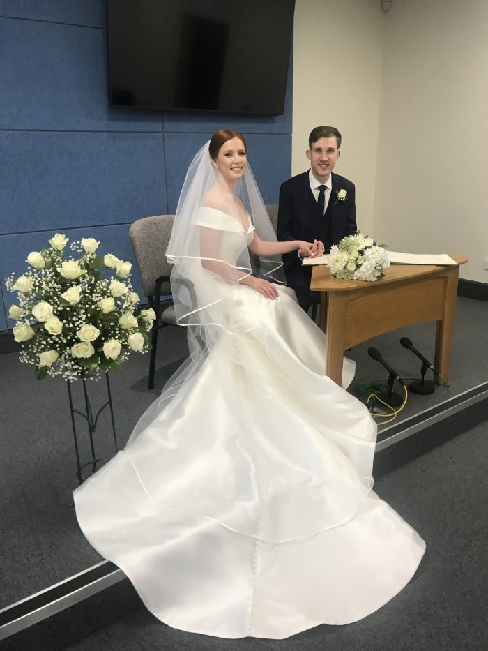 Real Weddding at Courthouse During Social Distancing