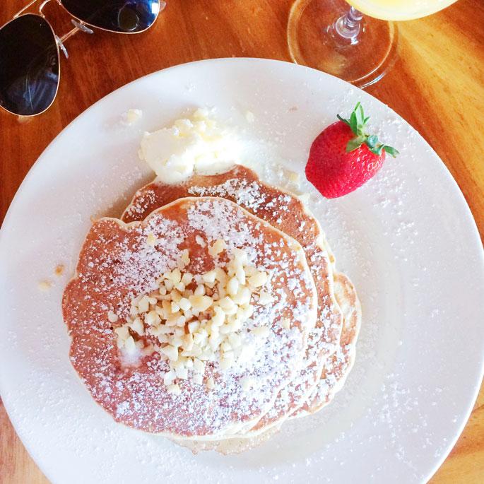 bananan-macadamia-nut-pancakes