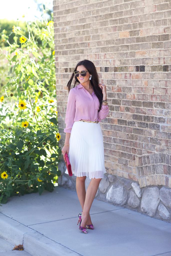 white-pleated-skirt