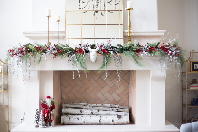 fireplace-mantle-christmas-decor