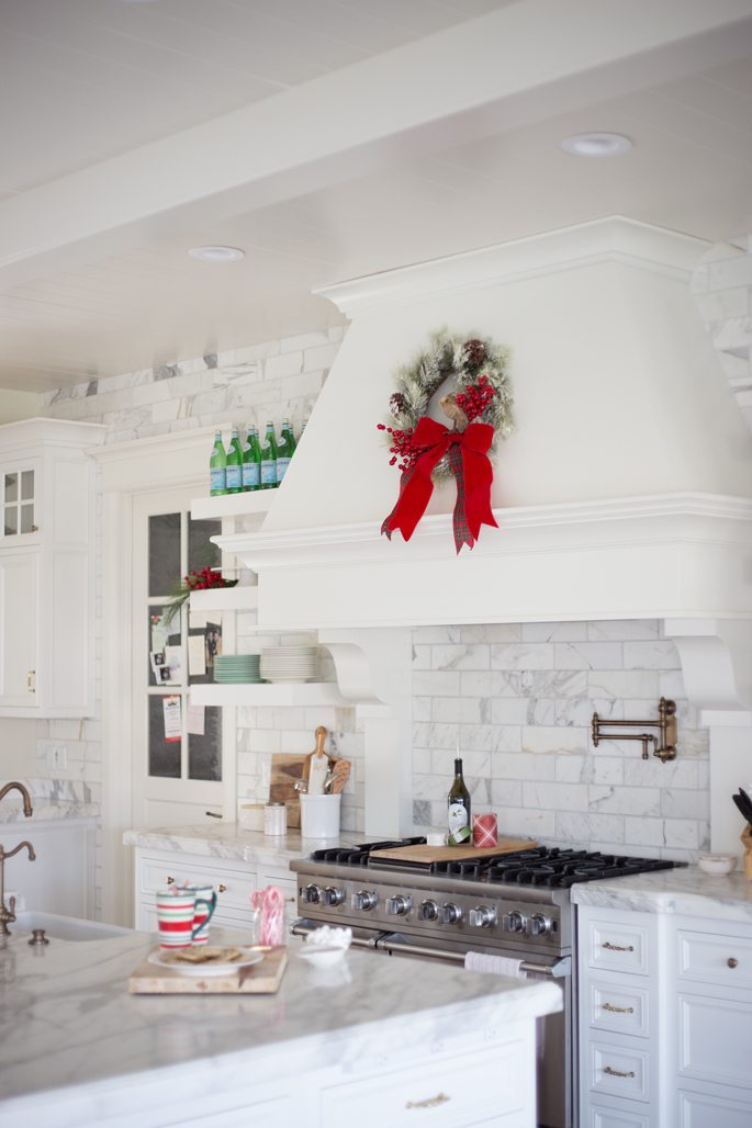 white-kitchen-marble-backsplash