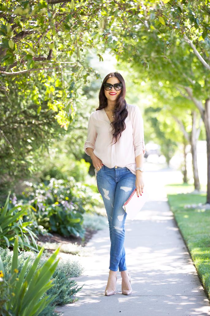 light-wash-distressed-demin-jeans