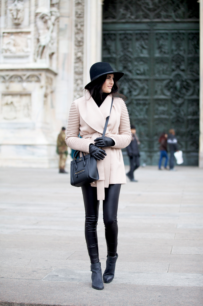 pink-peonies-traveling-outfit-ideas-europe