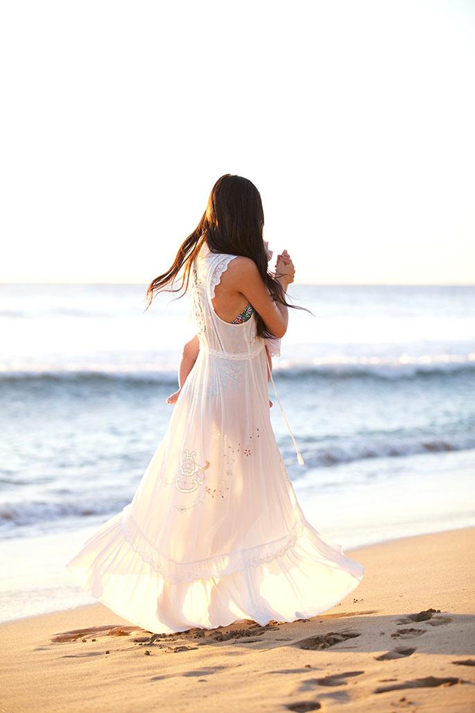 white-beach-dress-family-photos