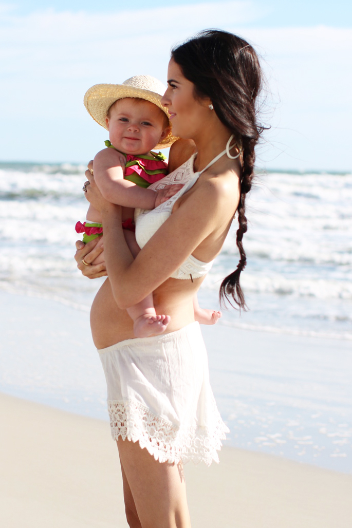 pregnancy-announcment-photos-beach