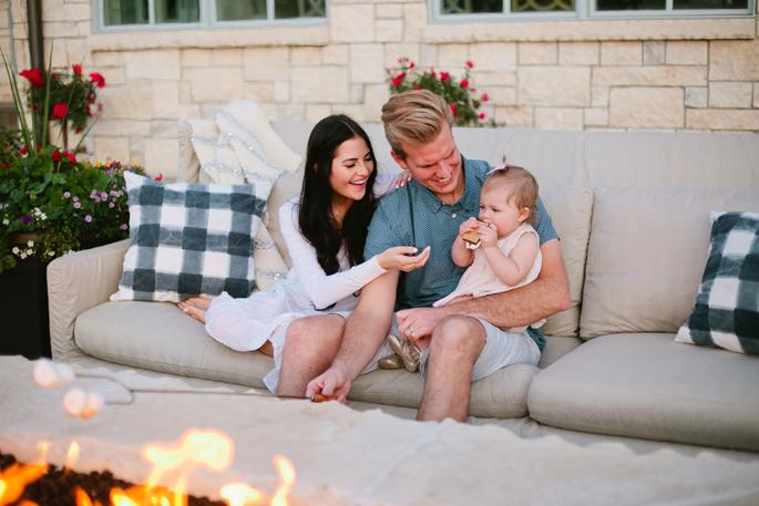 outdoor-sofas-around-fire-pit