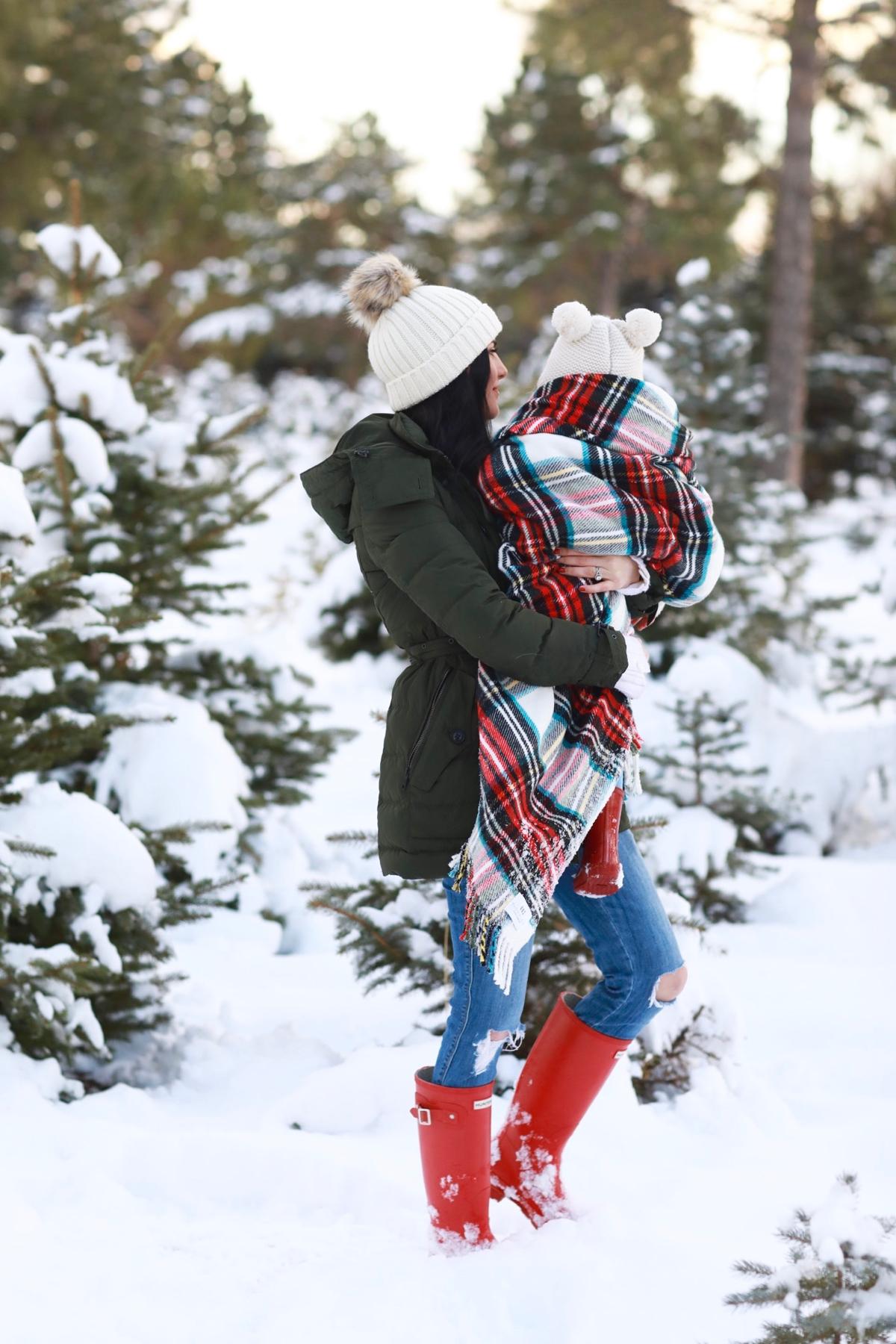 family-photos-christmas-tree-farm-red-hunters-10