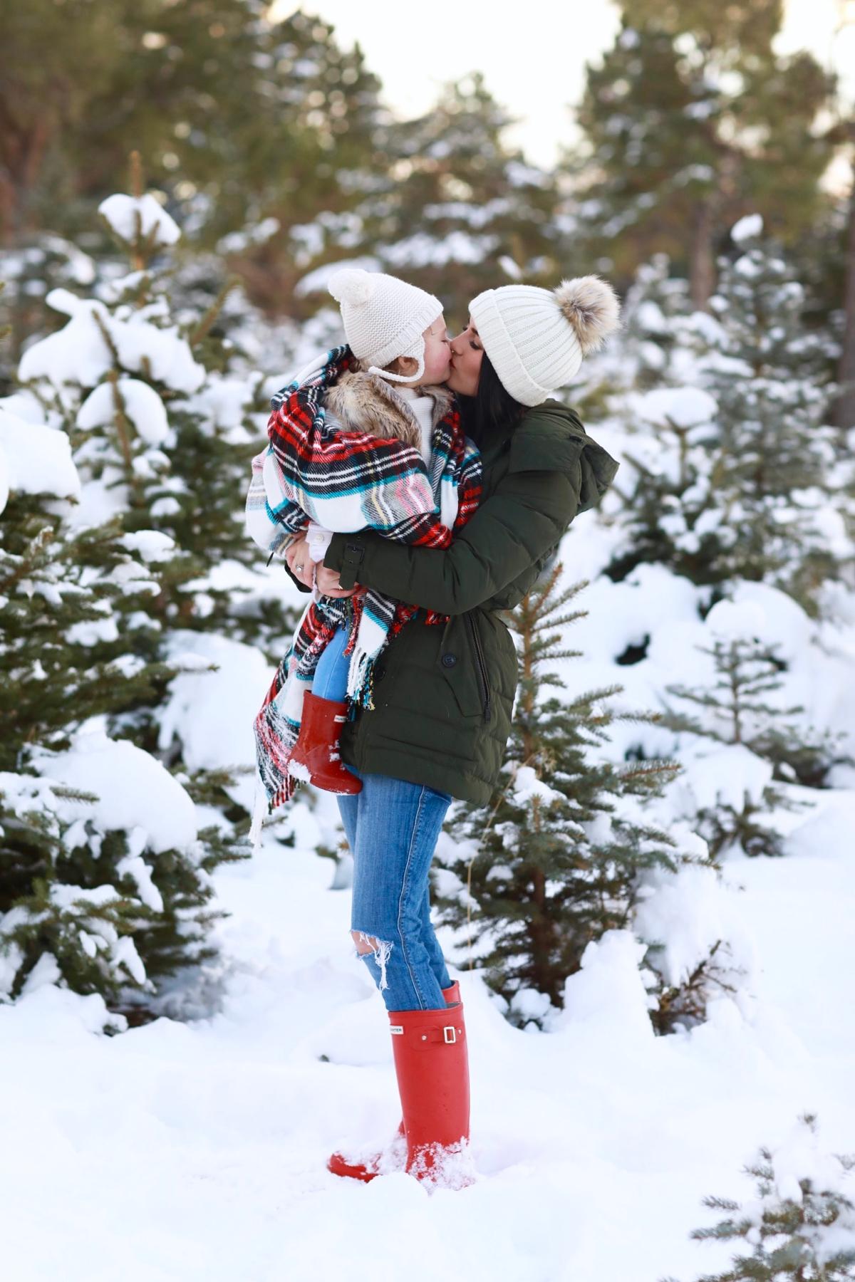 family-photos-christmas-tree-farm-red-hunters-12
