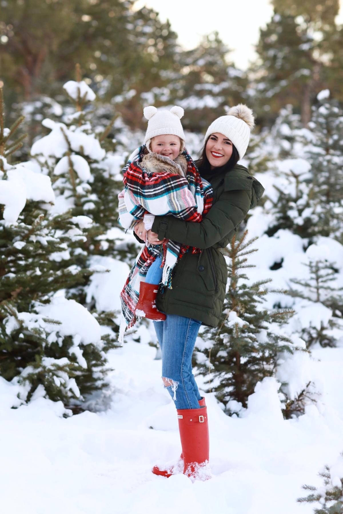 family-photos-christmas-tree-farm-red-hunters-13