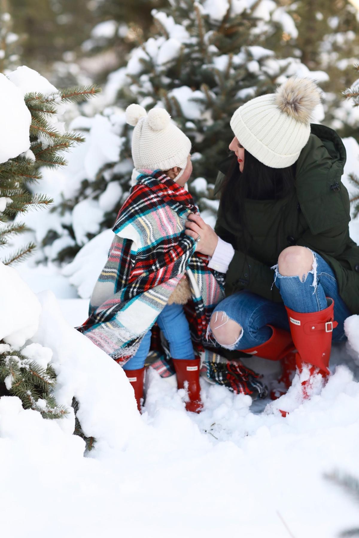 family-photos-christmas-tree-farm-red-hunters-14