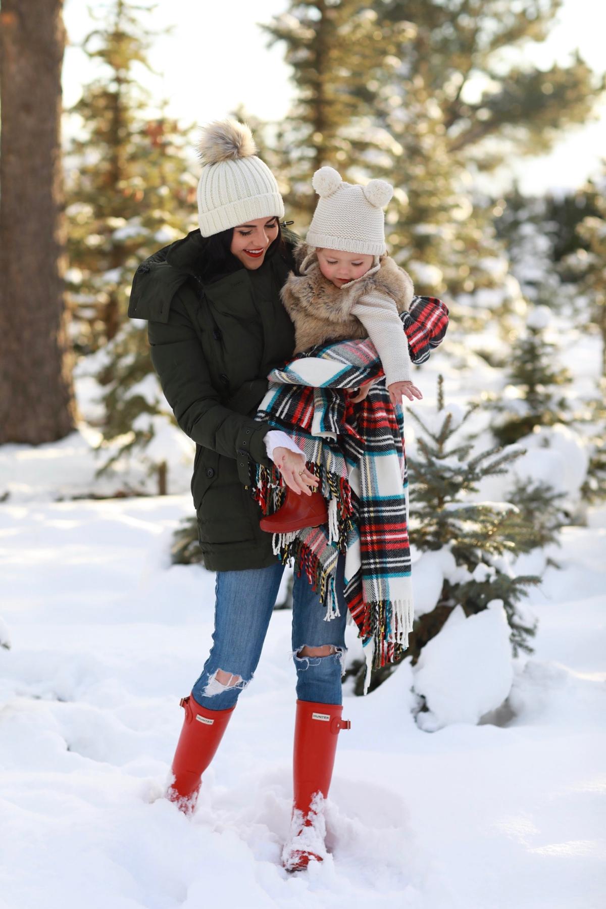 family-photos-christmas-tree-farm-red-hunters-3