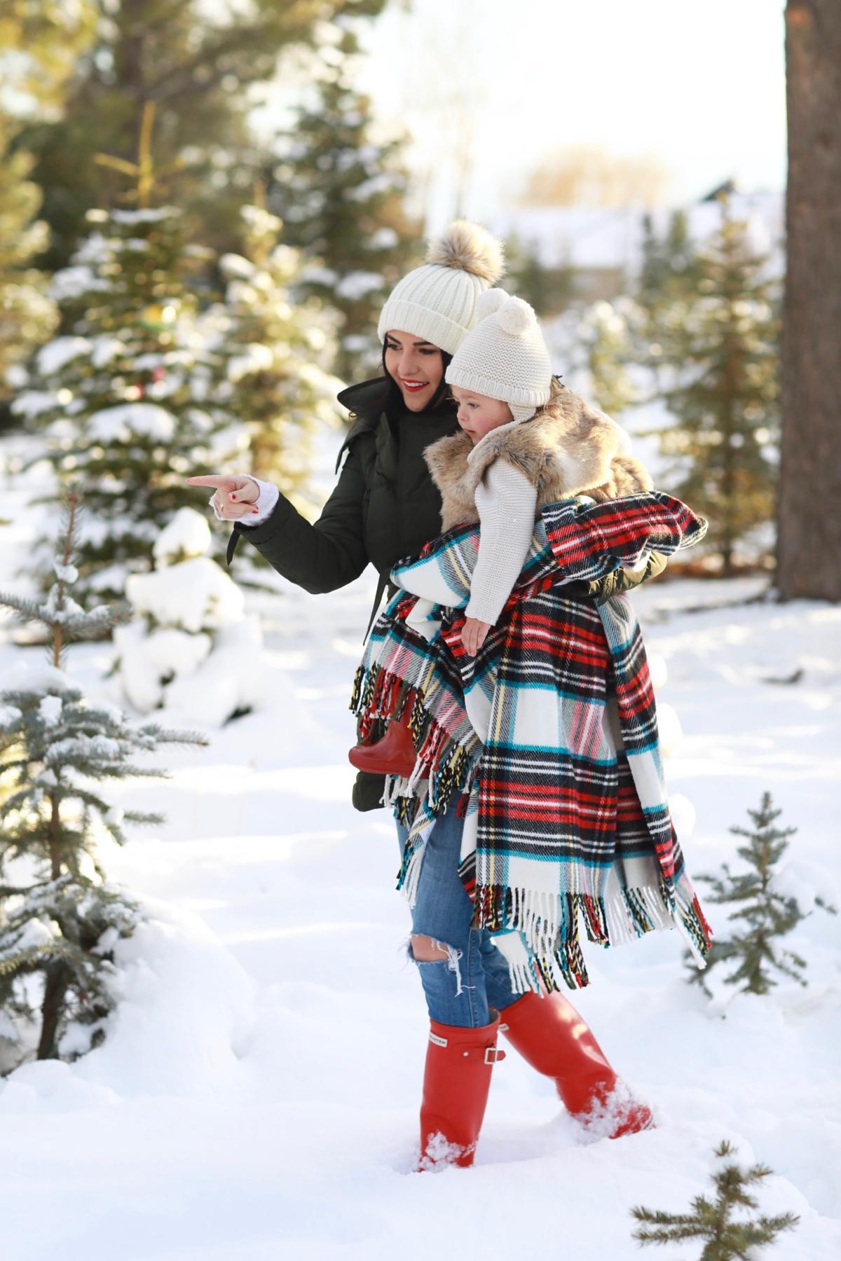 family-photos-christmas-tree-farm-red-hunters-4