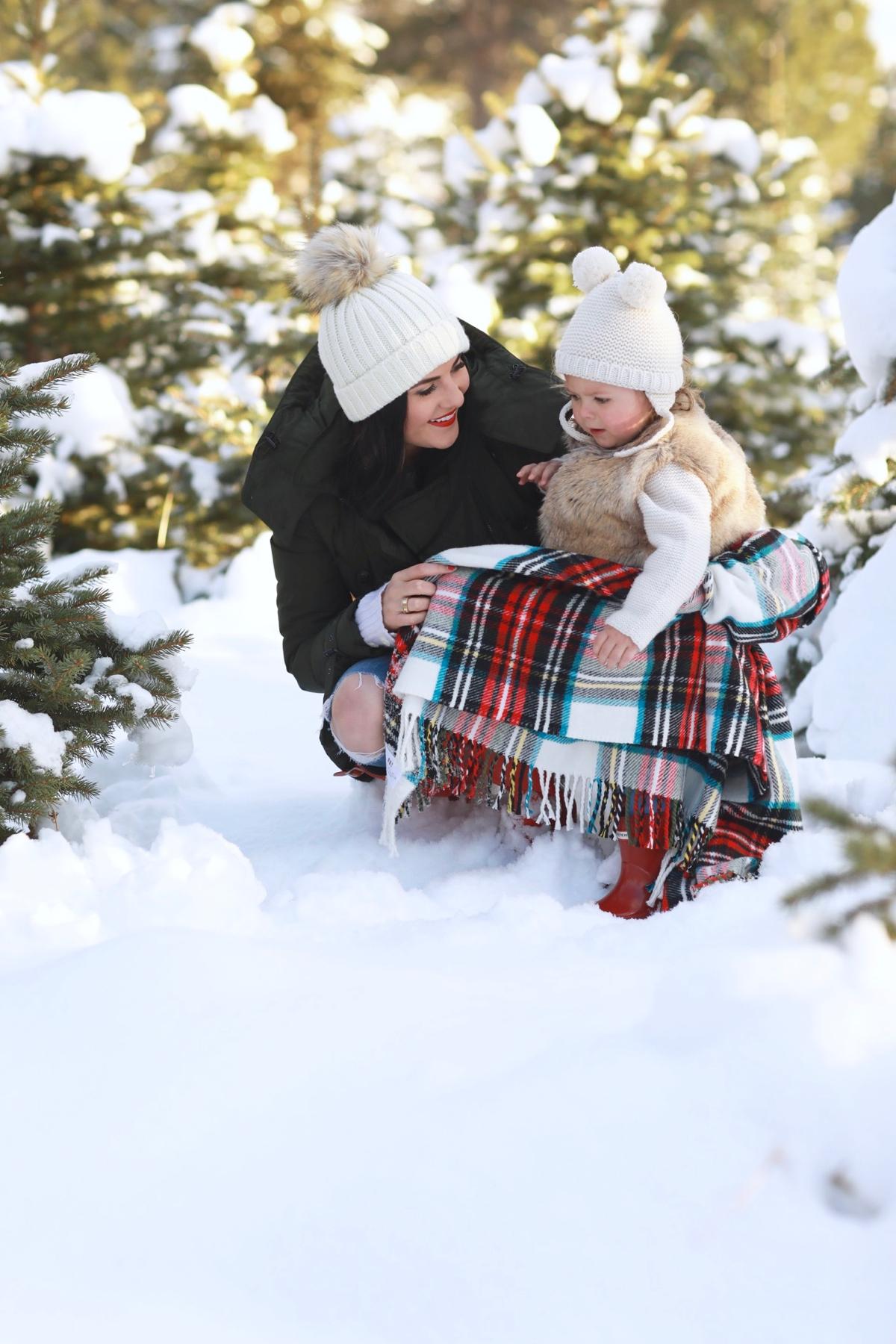 family-photos-christmas-tree-farm-red-hunters-6