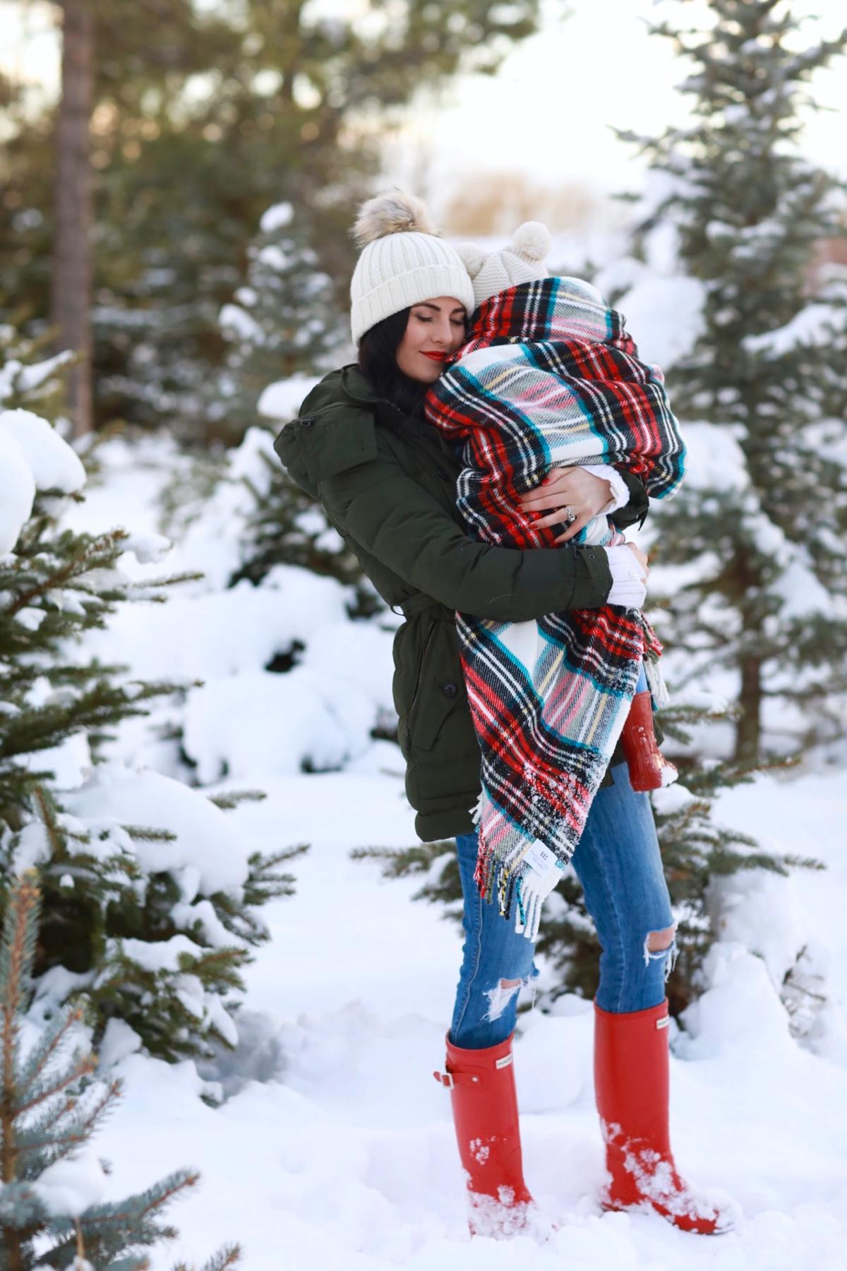 family-photos-christmas-tree-farm-red-hunters-7