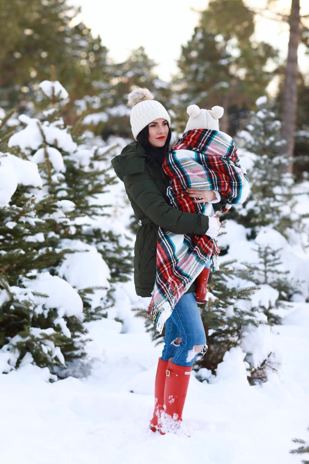 family-photos-christmas-tree-farm-red-hunters-9