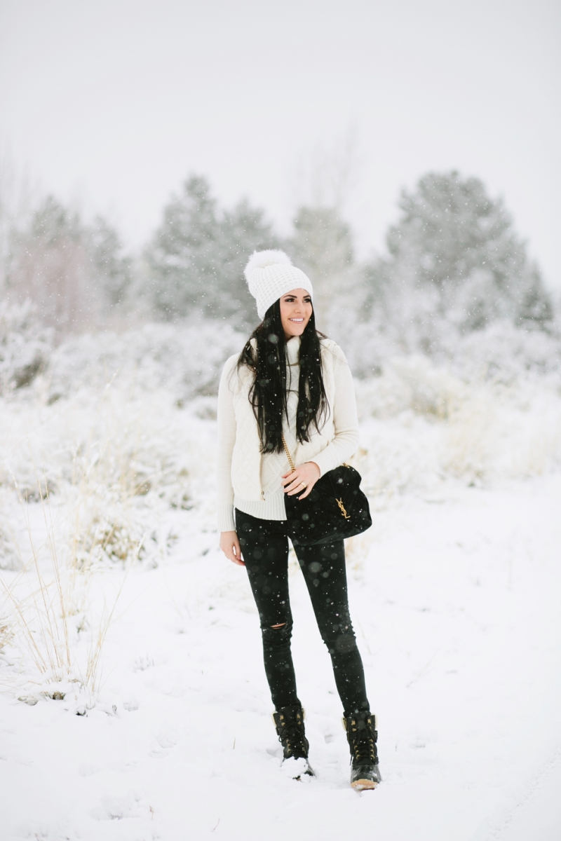 womens-fashion-winter-outfit-ideas-snow-day - 1