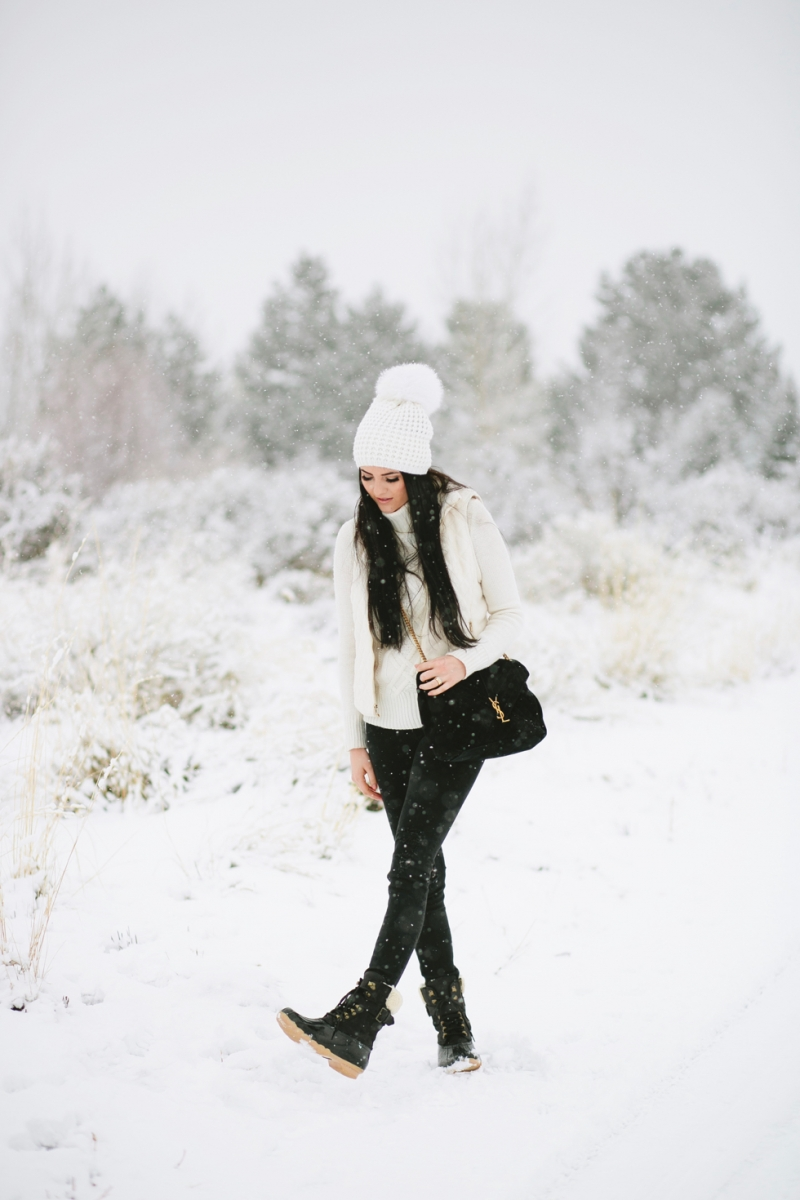 womens-fashion-winter-outfit-ideas-snow-day - 3