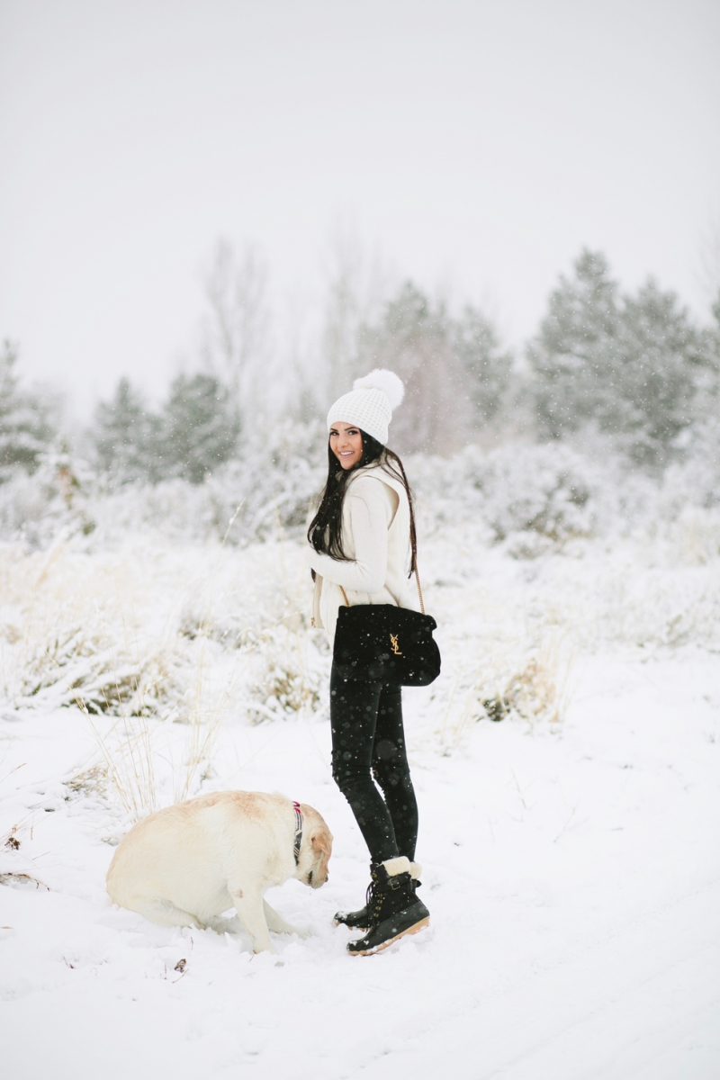 womens-fashion-winter-outfit-ideas-snow-day - 4