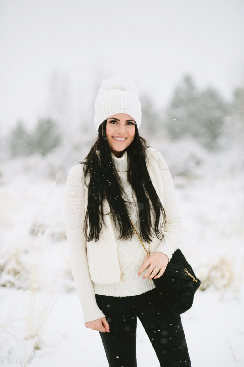 womens-fashion-winter-outfit-ideas-snow-day - 8