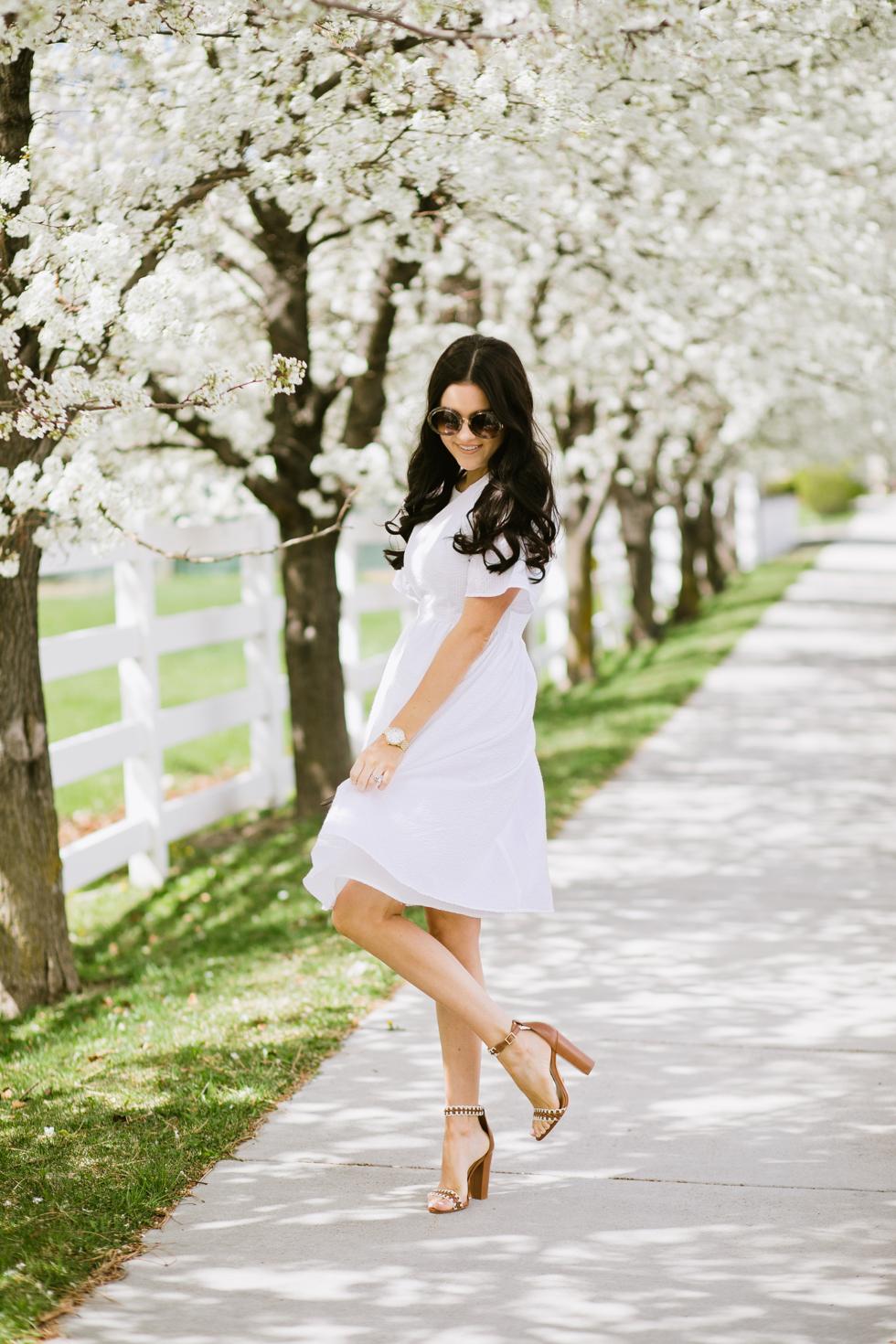 white-seer-sucker-dress-rachel-parcell - 4