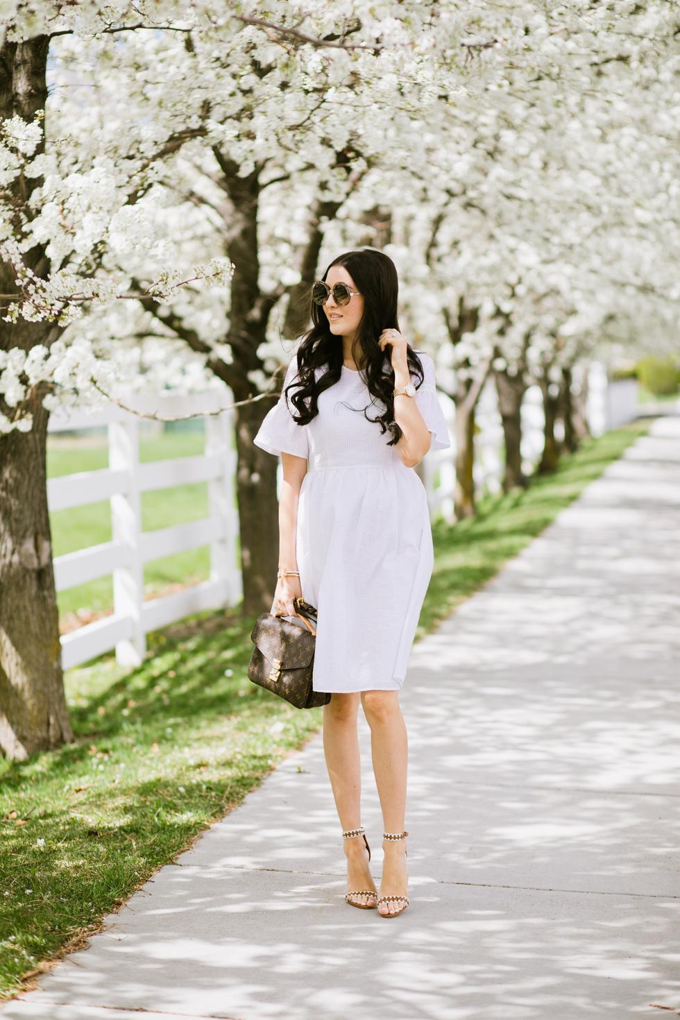 white-seer-sucker-dress-rachel-parcell - 5