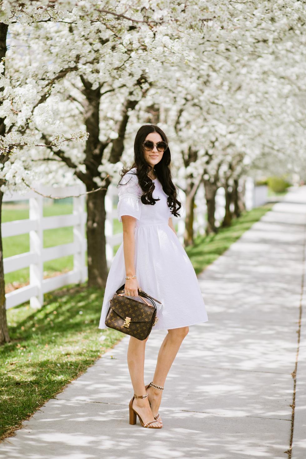 white-seer-sucker-dress-rachel-parcell - 7