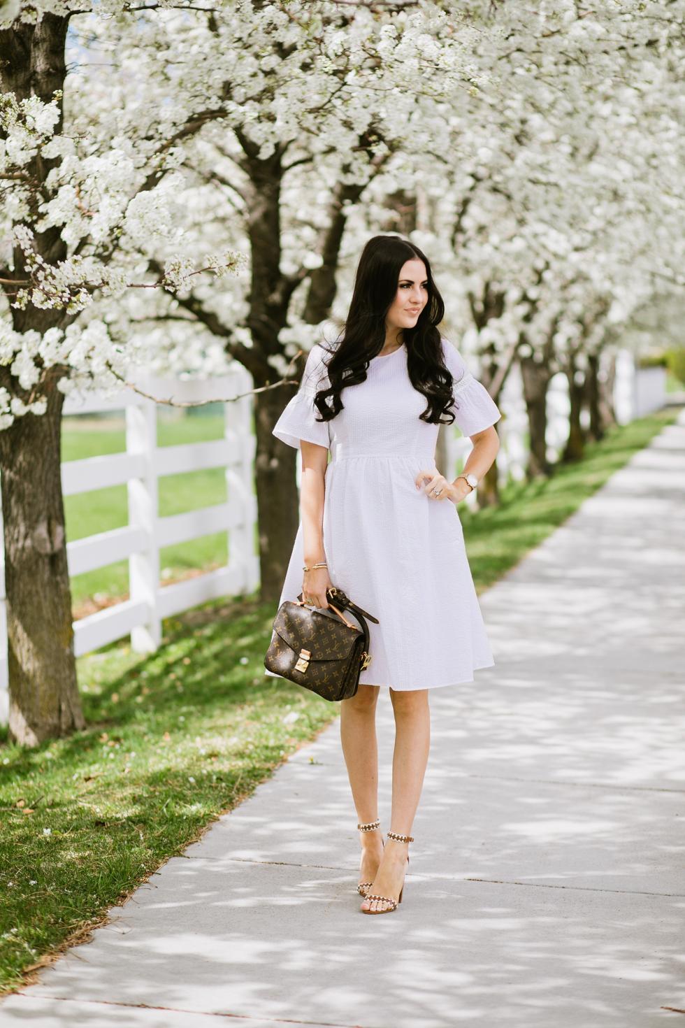 white-seer-sucker-dress-rachel-parcell - 8