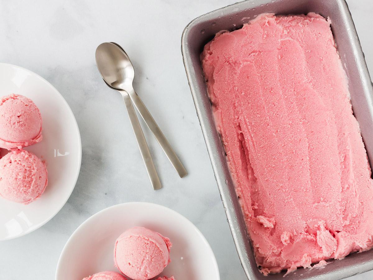 Spring Strawberry Frozen Yogurt Recipe